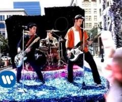 "Green Day ""Minority"" – 小さな池の大きな魚になる"