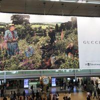 GUCCI 名古屋駅 金の時計 巨大広告